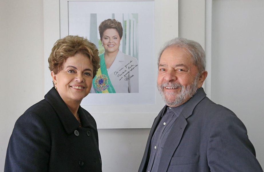 Dilma: não há democracia no Brasil enquanto Lula estiver preso