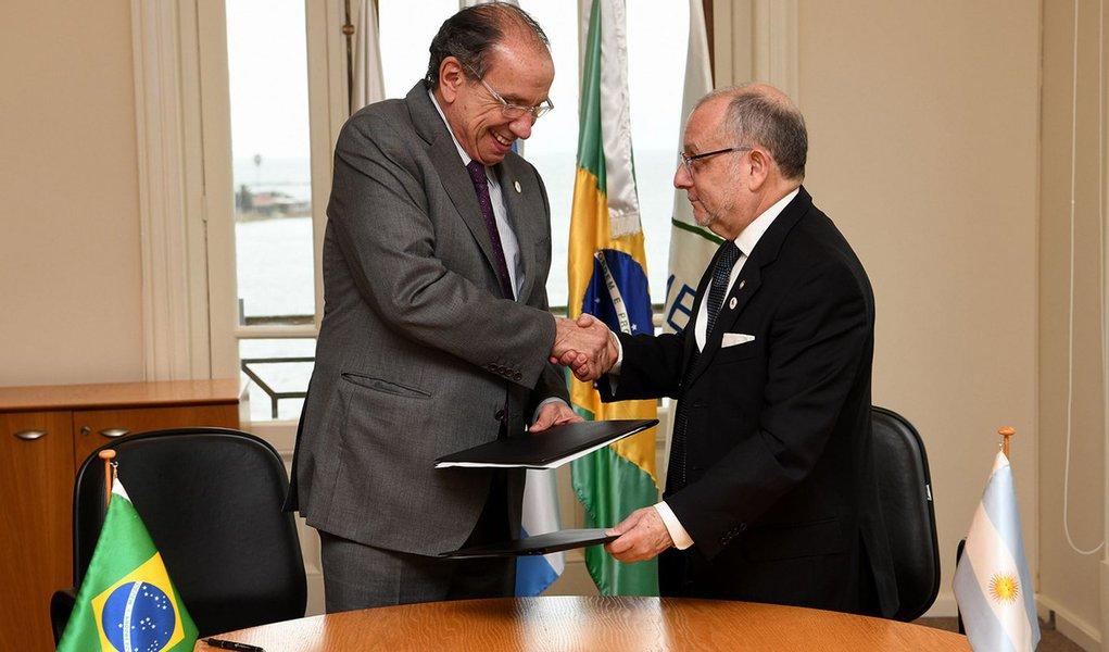 Brasil e Argentina assinam acordo de cooperação nuclear