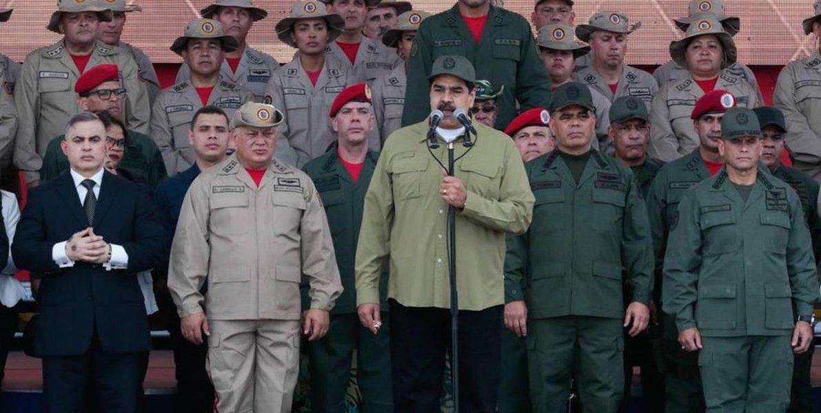 Maduro diz que milícia bolivariana protegerá país de EUA, Brasil e Colômbia
