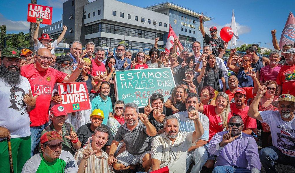 Gleisi: liberdade de Lula será por saída política e não jurídica