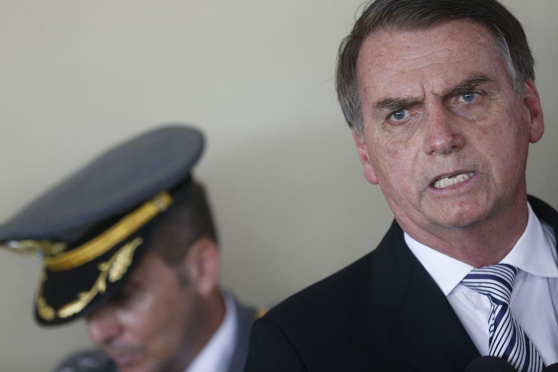 Brito: Bolsonaro não cometeu erros, cometeu crimes