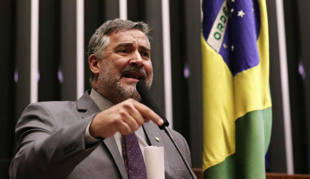 Jornalista Claudio Humberto espalha fake news sobre deputado Paulo Pimenta