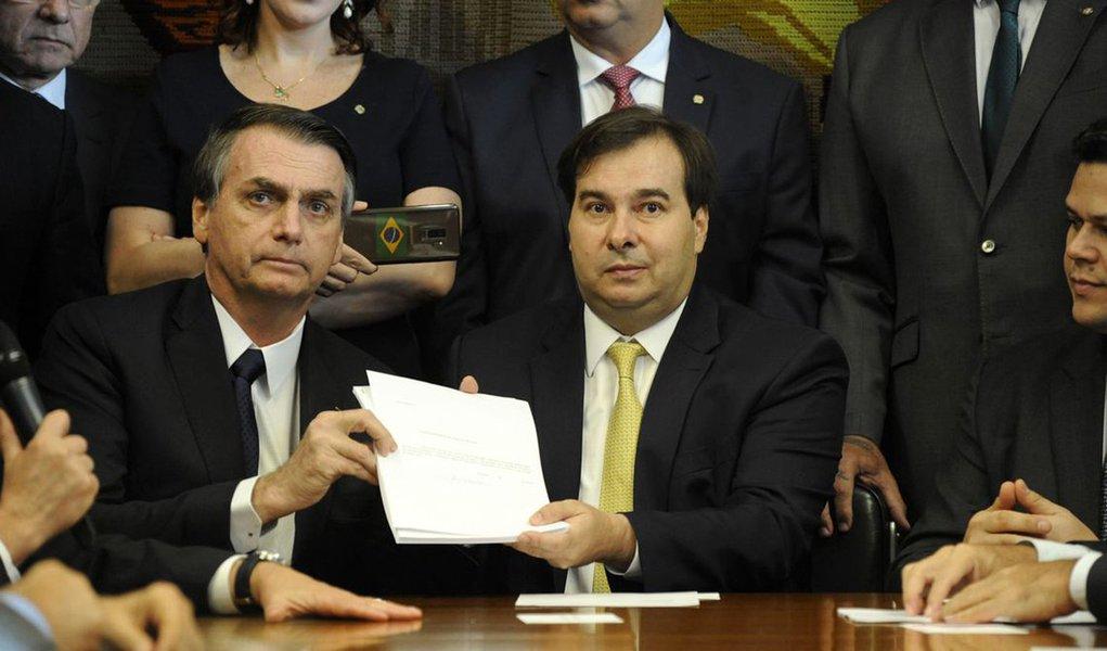 Em 'namoro' com Bolsonaro, Maia diz que aprova reforma da Previdência em dois meses