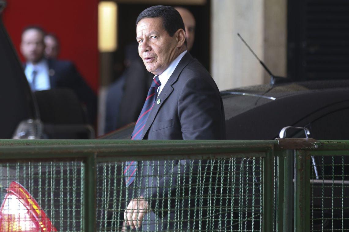 Até quando Mourão será o intérprete de Bolsonaro?