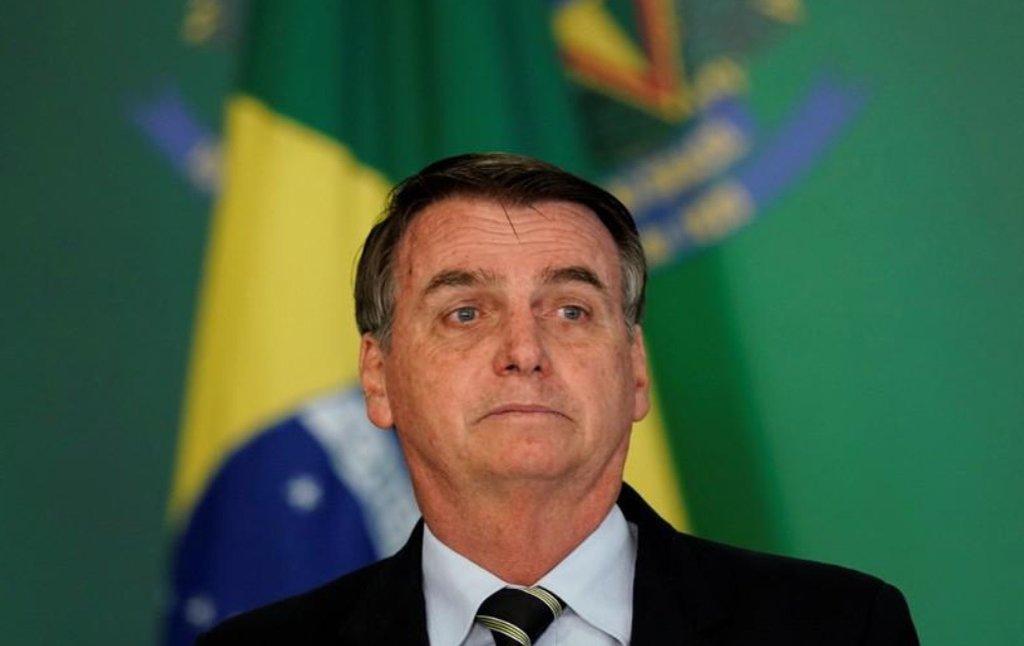 Agora é oficial: para o presidente democracia no Brasil é concessão das Forças Armadas