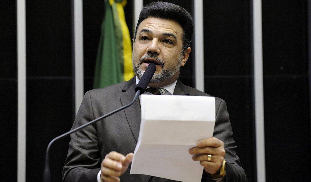 Em entrevista, Feliciano ataca generais Mourão e Santos Cruz