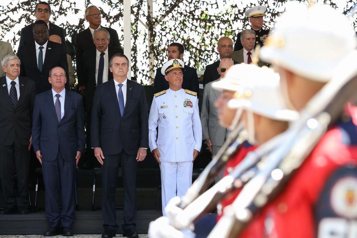 Bolsonaro diz que democracia só existe quando as Forças Armadas permitem