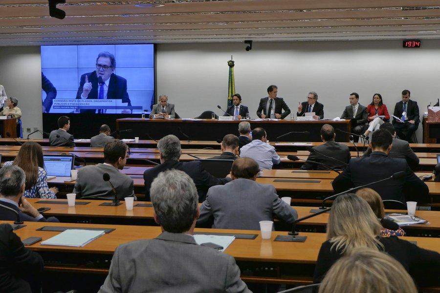 Comissão mista aprova orçamento com rombo de R$ 139 bilhões para 2019