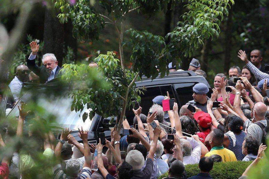 """Não me conformo: não é justo, não é """"normal"""" Lula continuar preso e o Brasil se acabando cá fora"""