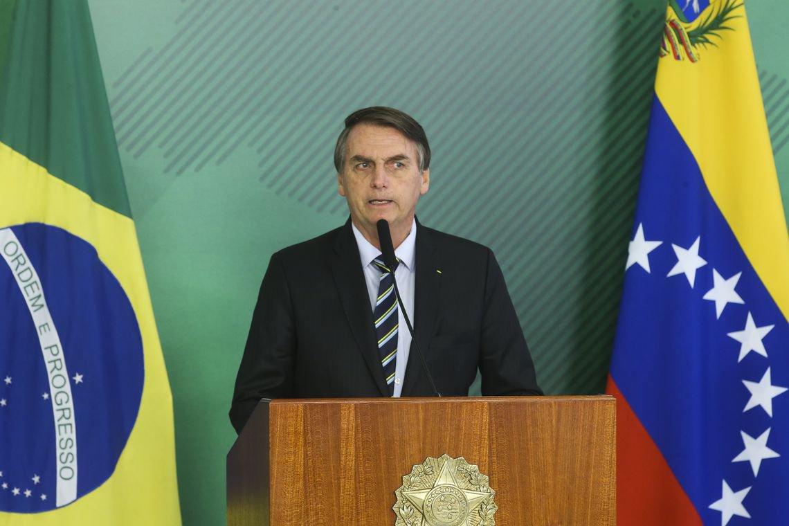 """Dois meses de Bolsonaro: delírios, fracassos e a volta do """"dá ou desce"""""""