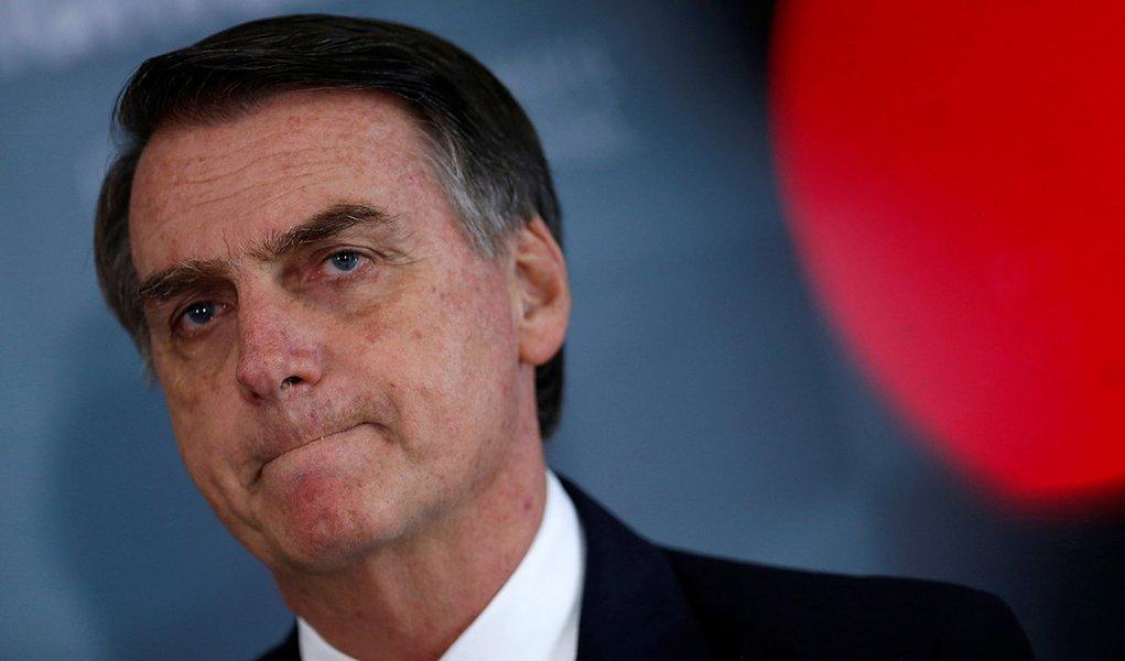 Bolsonaro quebra decoro e publica vídeo obsceno