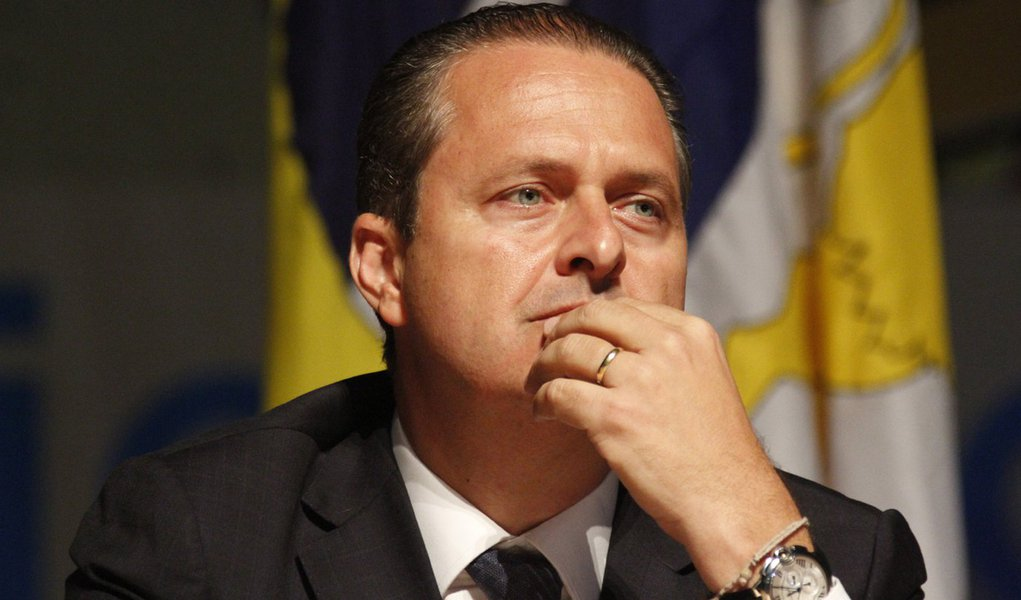 Avião de Eduardo Campos era de empresa pivô de caixa dois