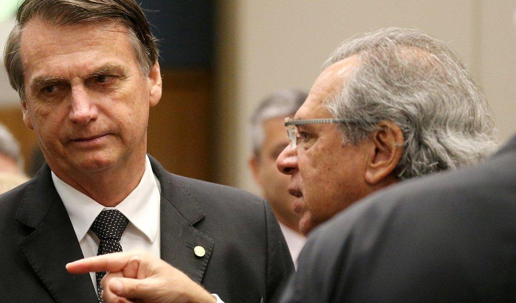 Bolsonaro investiga bagrinhos e ignora tubarões