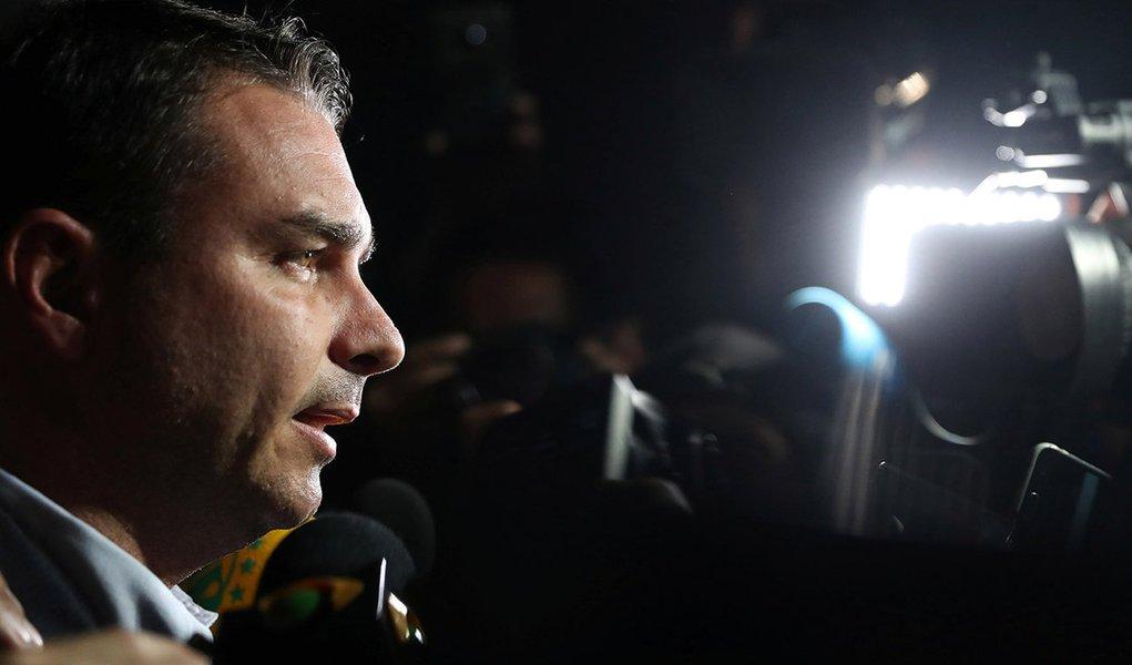 MP rebate Flávio: 'é presença constante na imprensa, mas jamais compareceu para depor'