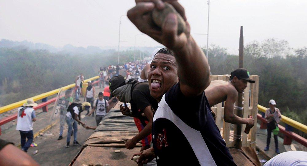 Guarda Nacional da Venezuela põe fim à violência na fronteira com Colômbia