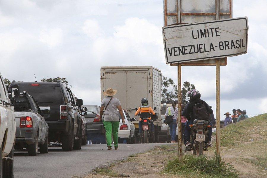'Ajuda humanitária' aos venezuelanos é um show midiático, diz jornalista