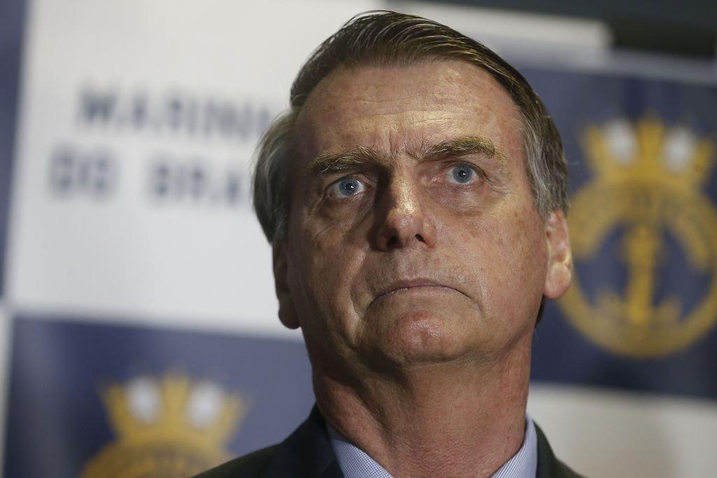 Bolsonaro recebe delegado que investiga facada