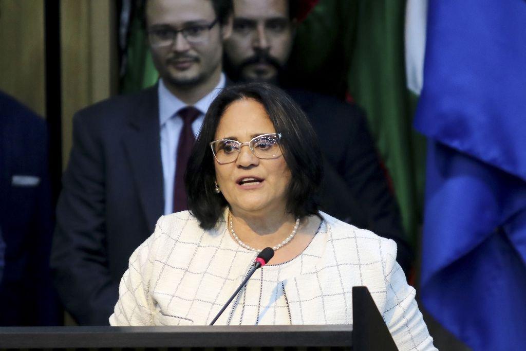 Damares, de Bolsonaro, vai à ONU para falar mal da Venezuela