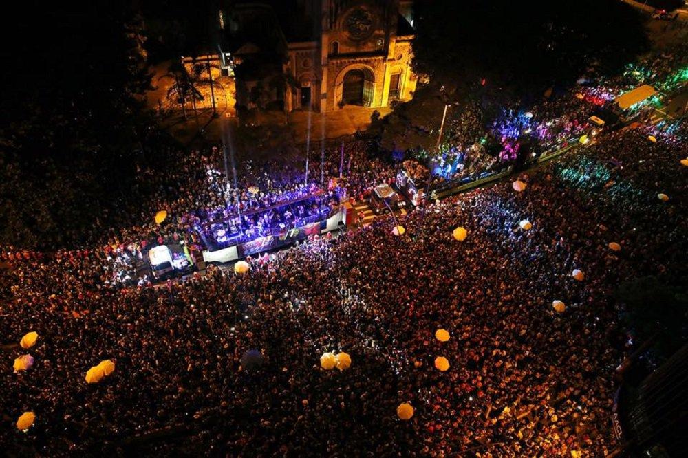 No carnaval paulista, multidão protesta contra Bolsonaro