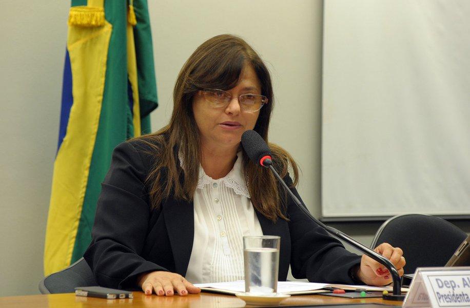 Alice Portugal: EUA usam desculpa infame para intervir na Venezuela