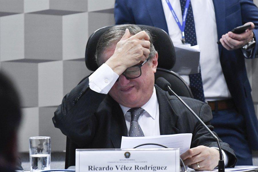 Vélez diz que foi infeliz em declaração sobre 'brasileiro canibal'
