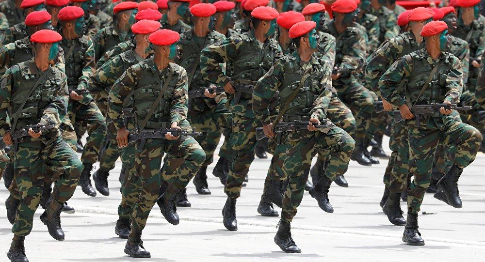 Venezuela envia tropas para a fronteira com Colômbia