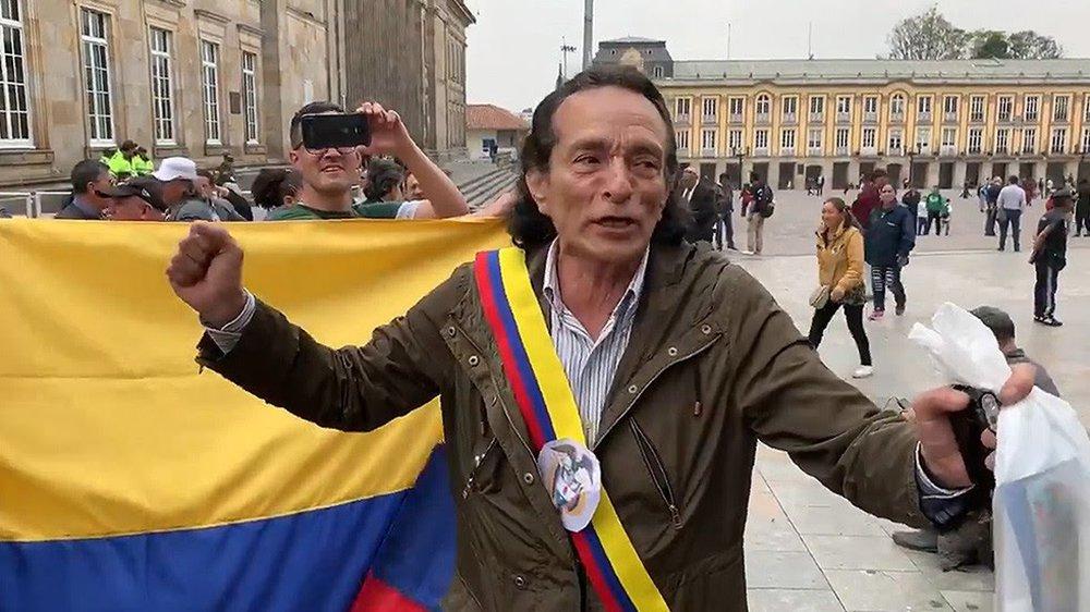 Colombiano também imita Guaidó e se autoproclama 'presidente'