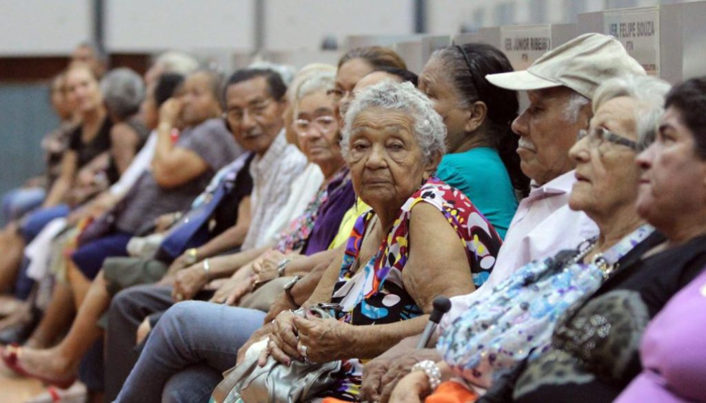 Reforma vai criar país de idosos pedindo esmola, diz economista
