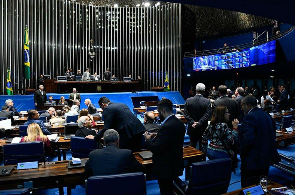 Senado aprova projeto que abre brecha para criminalizar movimentos