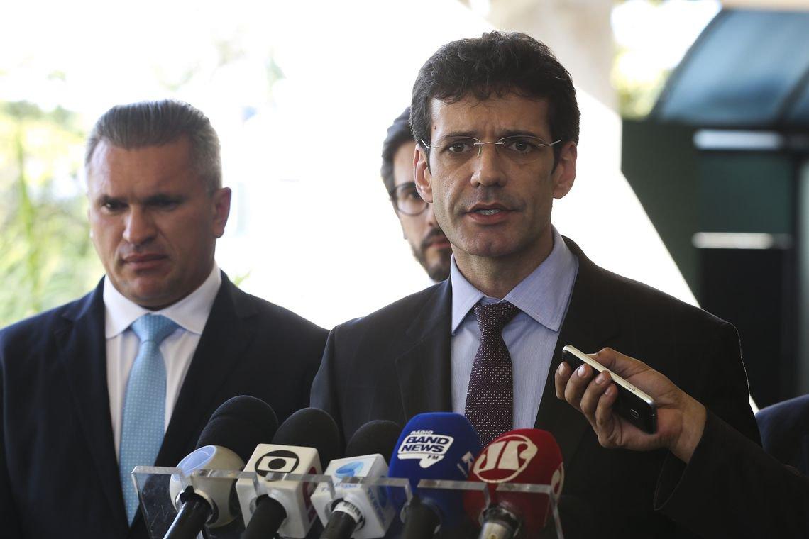 Ministro do laranjal do PSL cancela reunião com Mourão e se encontra com Bolsonaro