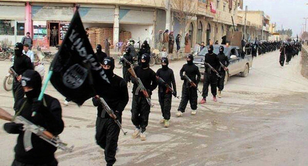 Último enclave do terrorista 'Estado Islâmico' começa a se retirar da Síria