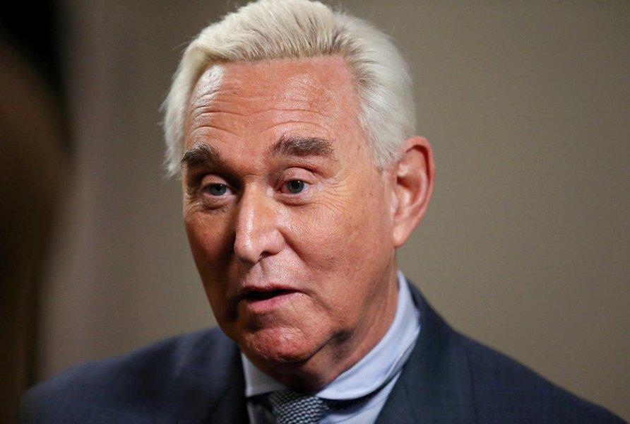 Roger Stone, ex-conselheiro de Trump, é convocado a tribunal por publicação no Instagram
