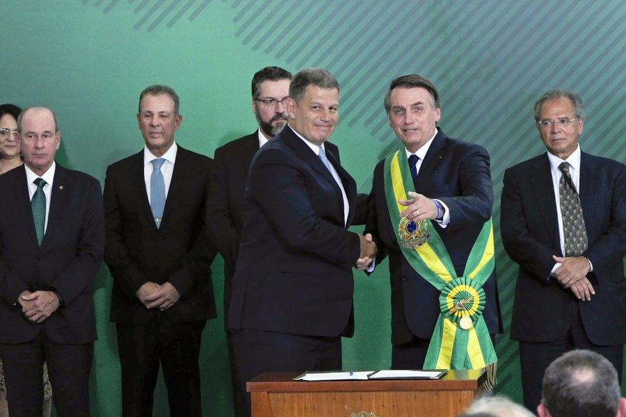 Bolsonaro tem queda de ministro mais rápida desde anos 90