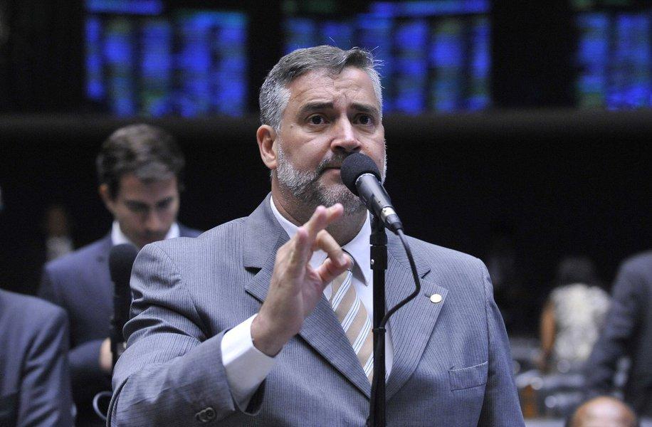 É grave a demissão de um ministro pelo filho do presidente, diz líder do PT