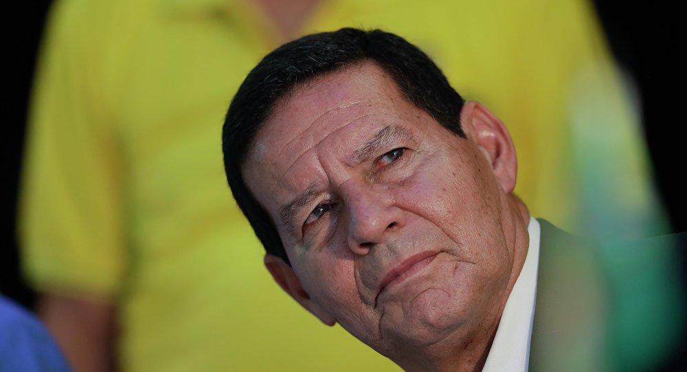 Mourão sobre Bolsonaro: 'as pessoas têm que dar um desconto'