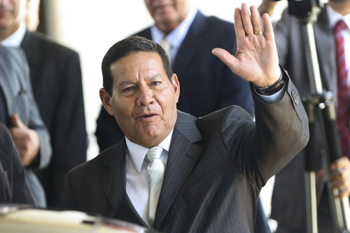 Mourão e Ernesto Araújo vão a Bogotá participar de reunião sobre Venezuela