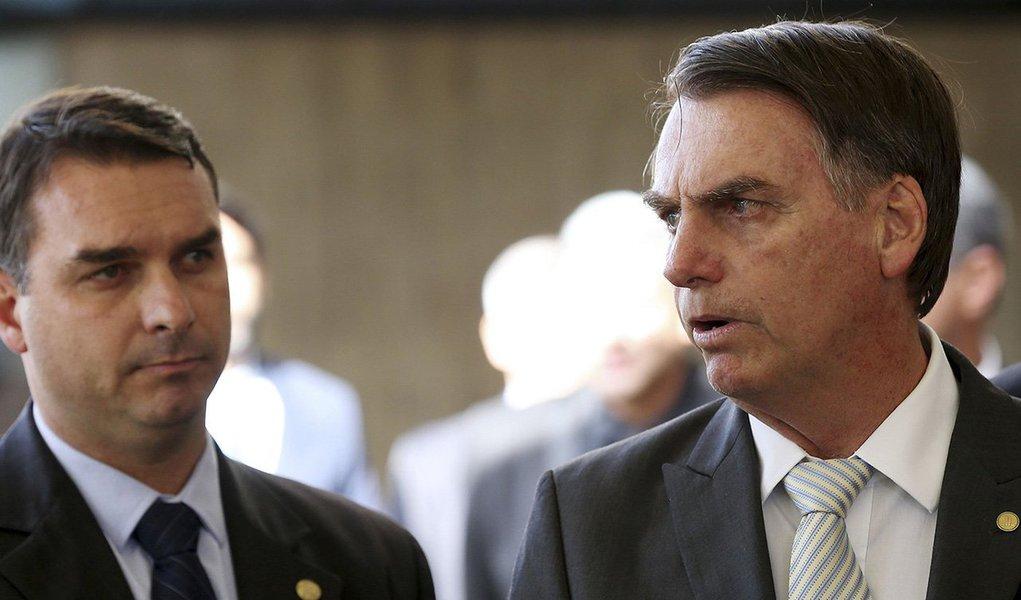 Flávio Bolsonaro diz que investigação é para atingir o seu pai