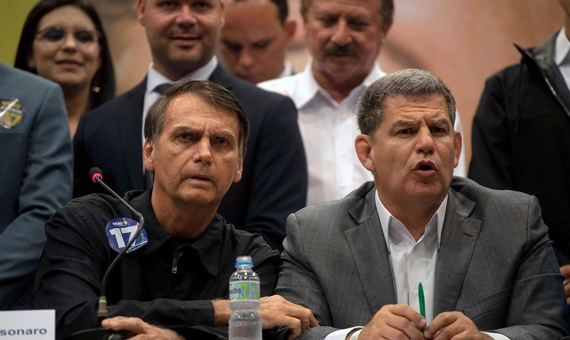"""Bebianno diz a aliado ter """"papéis e documentos"""" que podem atingir Bolsonaro"""