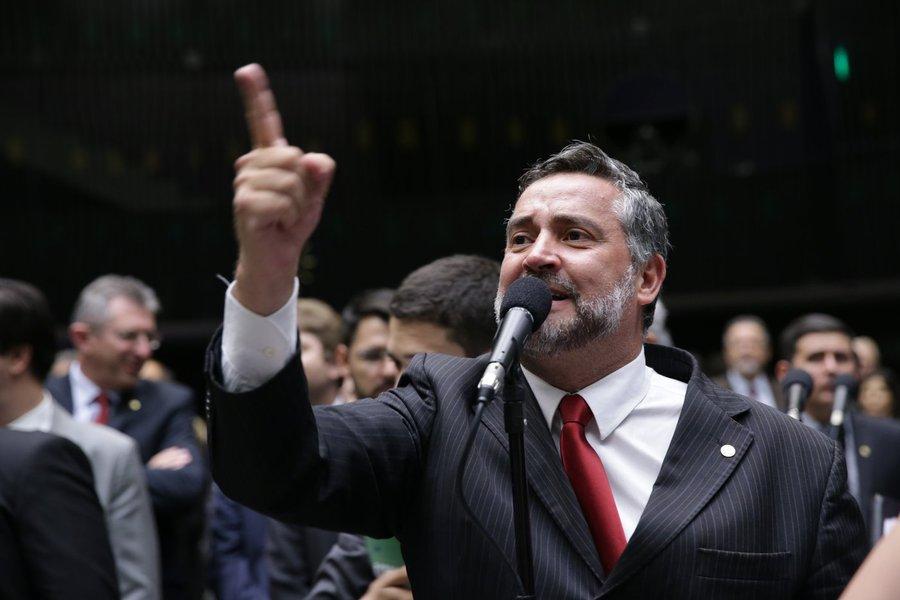 Pimenta: Bolsonaro é refém de esquemas criminosos