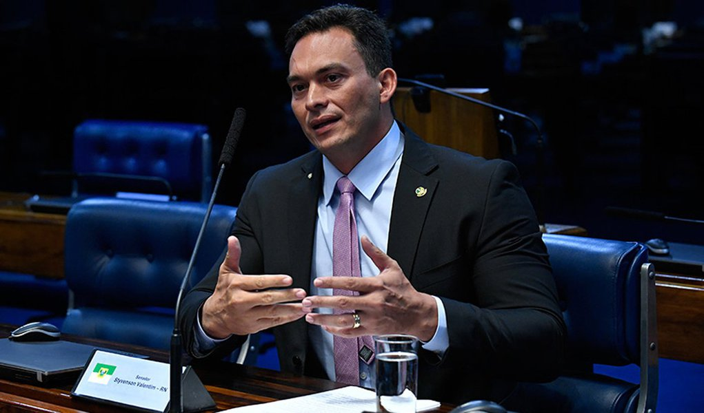 Para atingir o PT, senador quer criar CPI sobre gastos com anistiados políticos