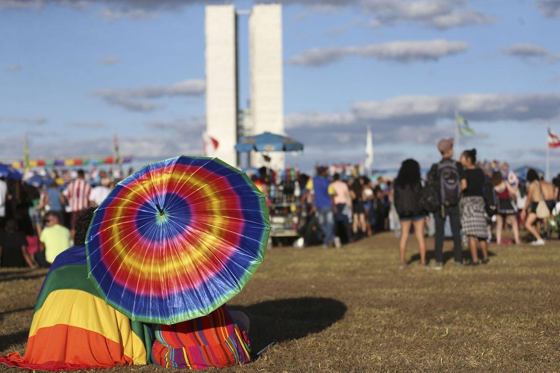 Criminalizar LGBTfobia é réstia de luz nas trevas que encobrem o Brasil