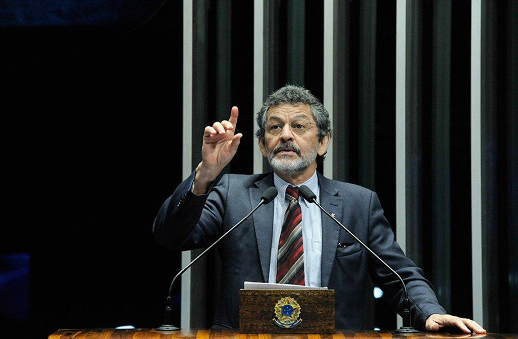 Senadores do PT propõem salário mínimo de R$ 1.006 para 2019