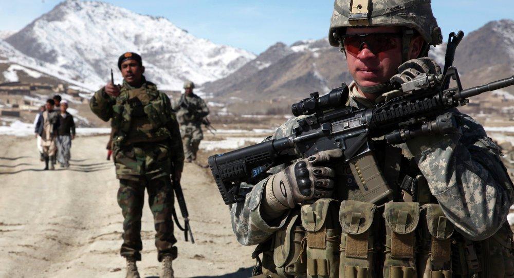 Comandante do Pentágono vai ao Iraque para reforçar presença militar dos EUA