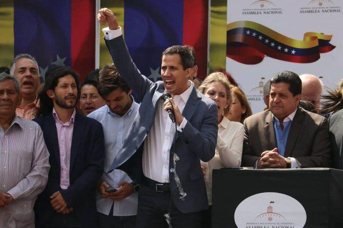 Guaidó monta cenário de conflito para receber 'ajuda humanitária' com participação do Brasil