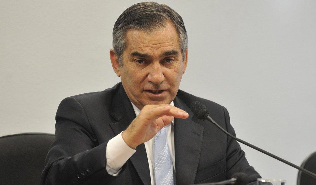 Gilberto Carvalho: monitorar bispos expõe Brasil a 'ridículo internacional'