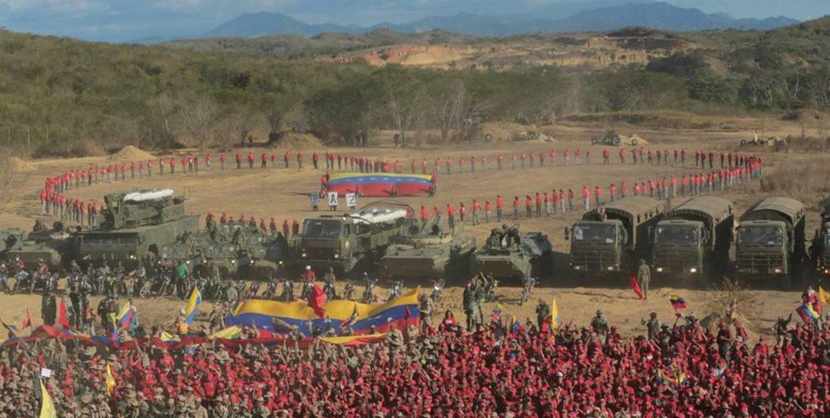 Maduro se defende no Vietnã latino-americano