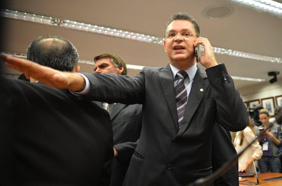 Indiferença de Rodrigo Maia com pauta de costumes revolta base bolsonarista