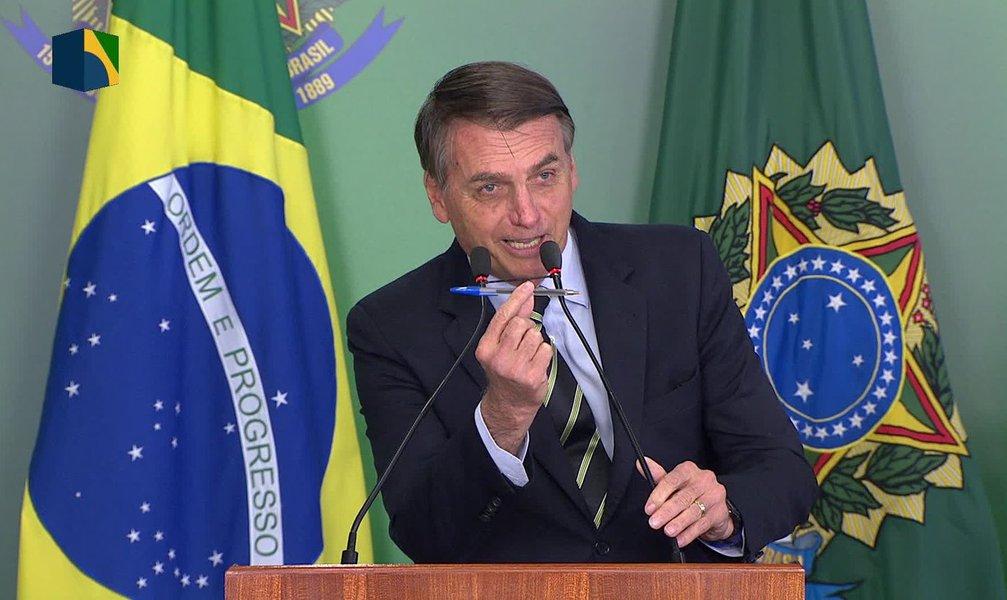 Bolsonaro assina decreto que facilita posse de armas no faroeste Brasil