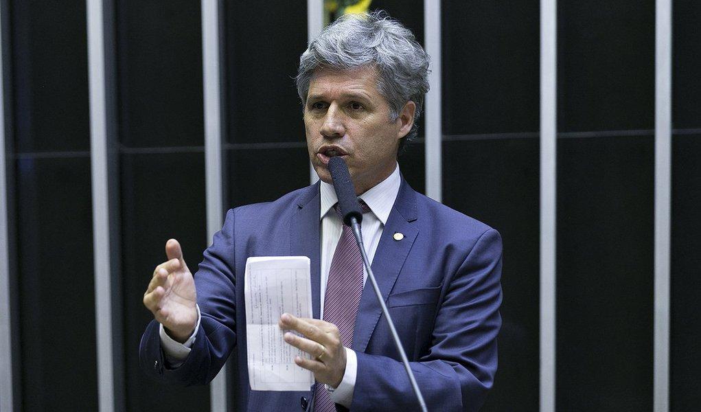 Teixeira: PSL usou as mulheres para fazer as campanhas dos homens