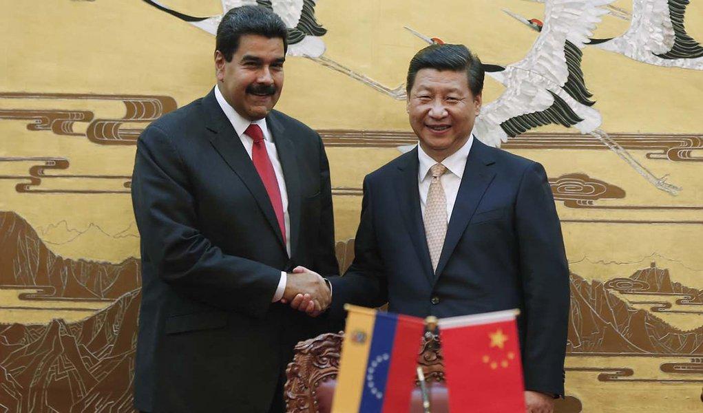 China pede negociações pacíficas para resolver crise na Venezuela